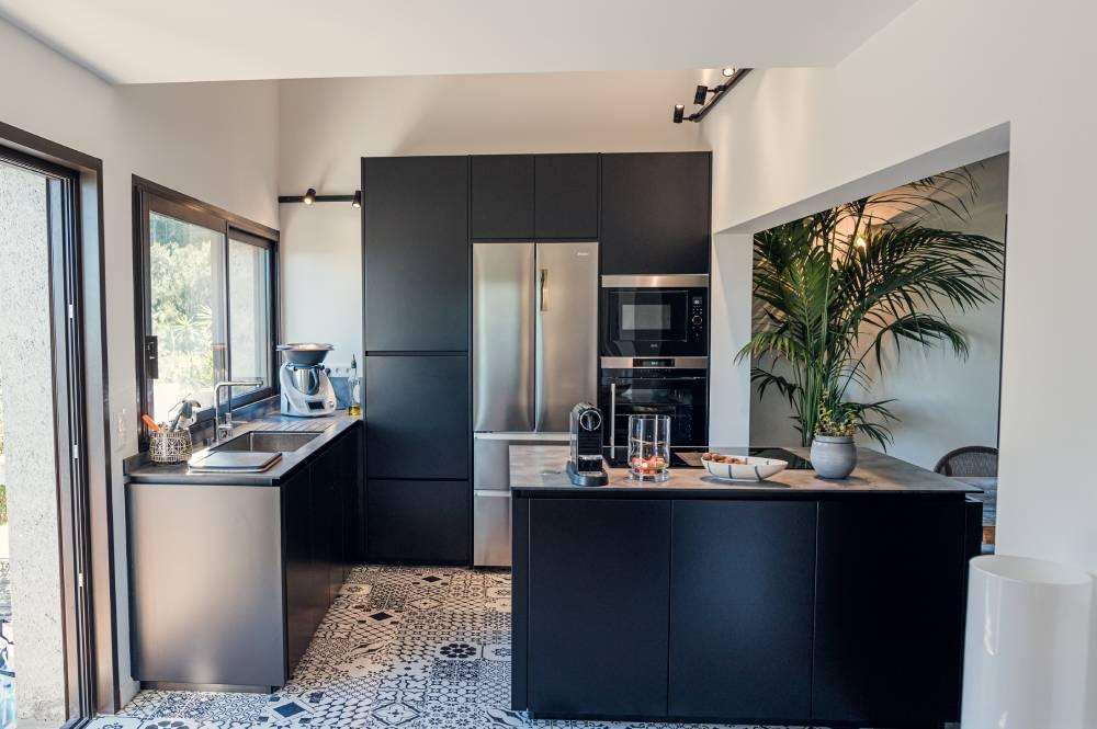 Photo d'une cuisine haut de gamme, photo pour entreprise prise par Florence Martin, photographe professionnelle dans le Var et les Alpes Maritimes
