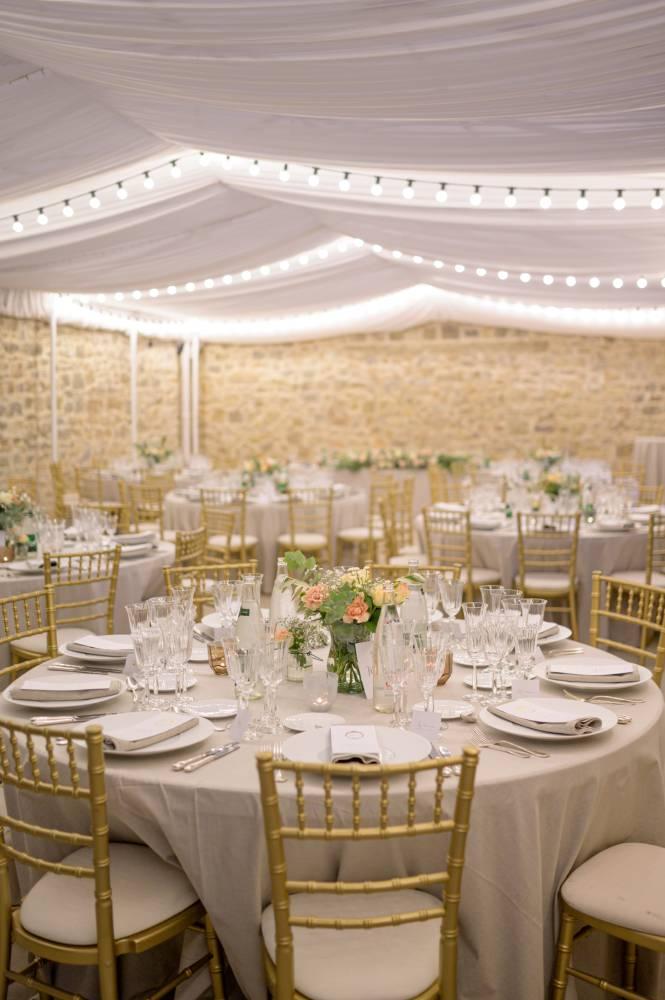 Les tables décorées d'un mariage