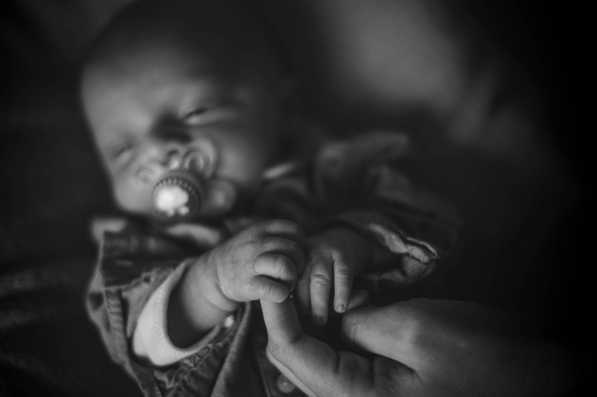 Photo d'un bébé nouveau né, photo prise par Florence Martin photographe professionnelle dans le Var et les Alpes Maritimes