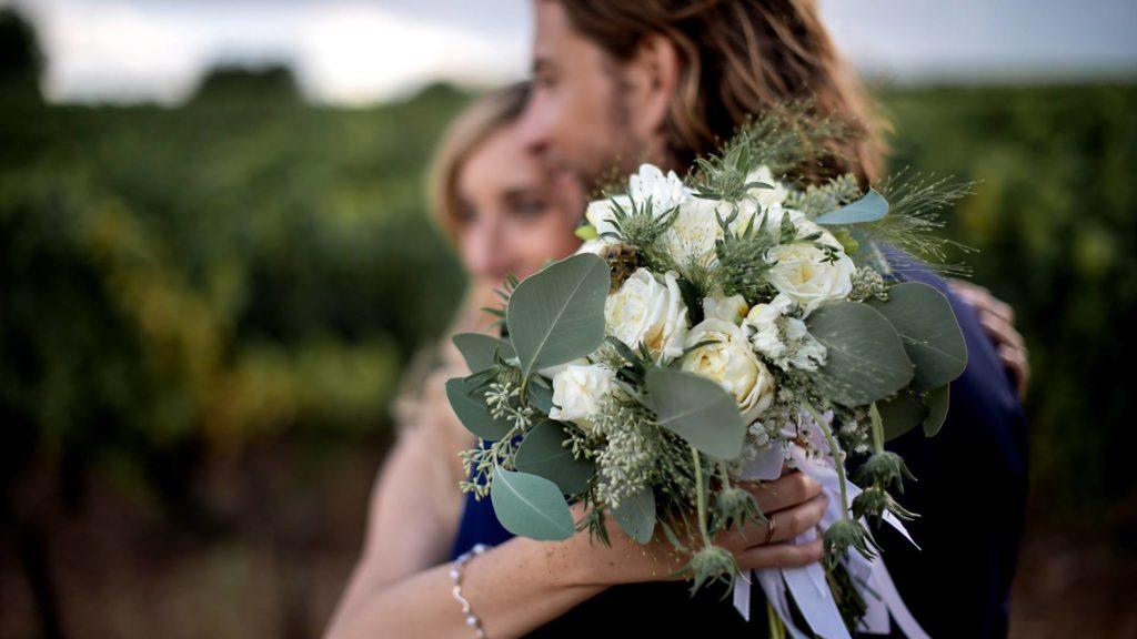 le bouquet de mariage avec les 2 mariés, photo prise par Florence Martin photographe professionnelle dans le Var et les Alpes Maritimes