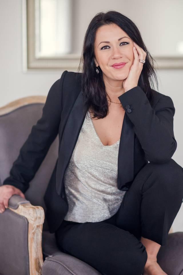portrait professionnel d'une femme pour son entreprise pris par un photographe professionnel entreprise